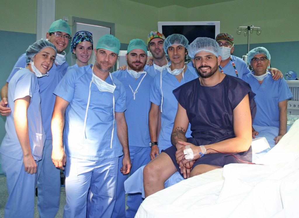 Operado con éxito Faverani, de los Boston Céltics, por el Dr. Martínez