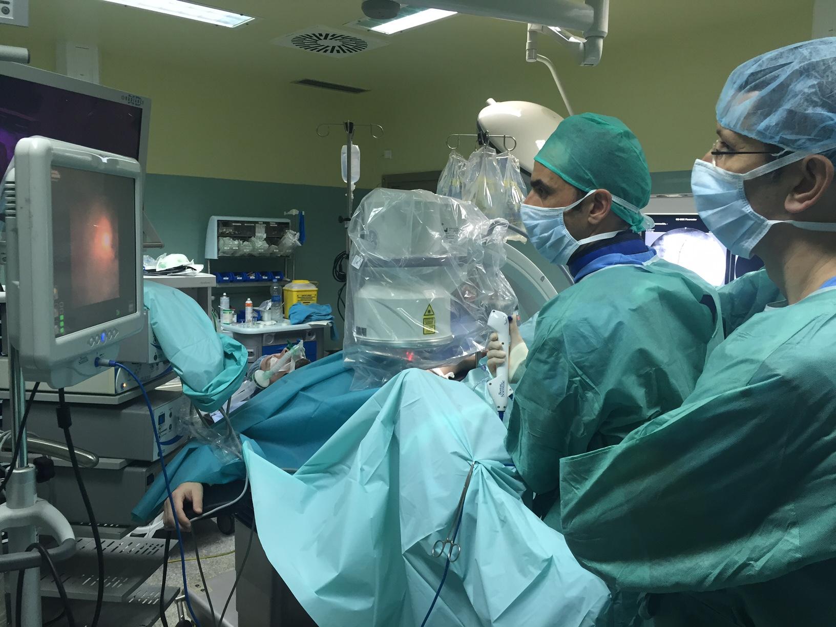 Cálculos renales complejos, con solución sin cortes