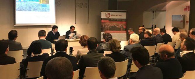 Luis Mesa del Castillo narra su experiencia laboral a un grupo de empresarios